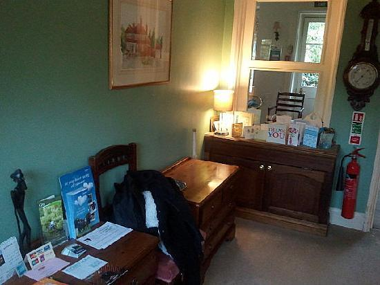 Rosemead Guest House: reception/hallway