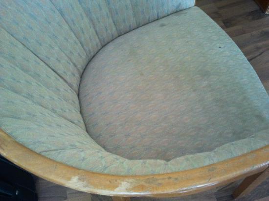 Alecsa Hotel am Olympiastadion: Der Sessel, alt und schrottreif
