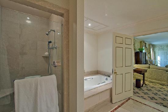 Williamsburg Inn: Bathroom