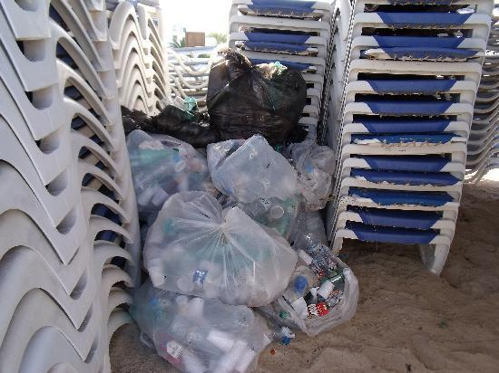 Vincci Helios Beach: poubelles plage