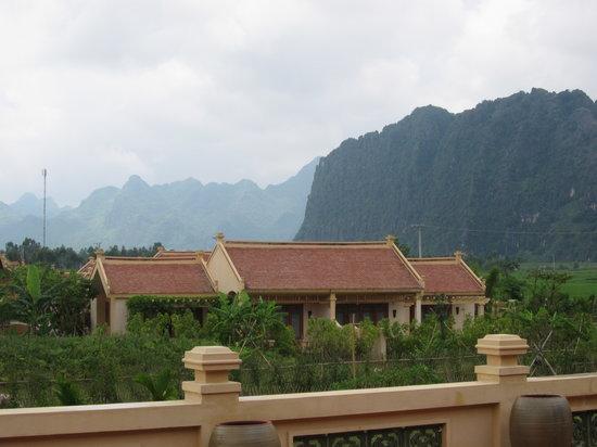 เอเมอรัลดา รีสอร์ท แอนด์ สปา นินบินห์: Villas from reception