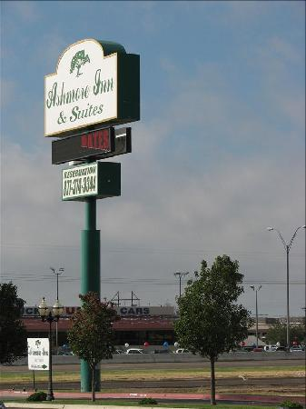 Ashmore Inn & Suites: Bilboard of the hotel