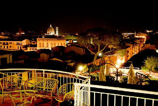 Firenze di notte, dalla terrazza del Kraft - Picture of Kraft Hotel ...
