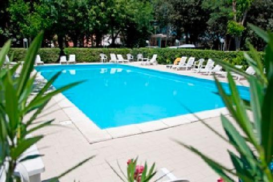 Royal Inn: Hotel 3 stelle con piscina