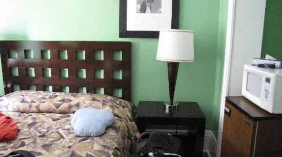 The Dakota Hotel: La cama doble y una individual que no se ve a mano izquierda individual
