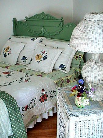 Bee & Bee ~ Bed and Breakfast: enjoy sweet sleep ~ and wake refreshed