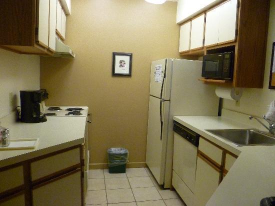 Sonesta ES Suites Somerset: Kitchen