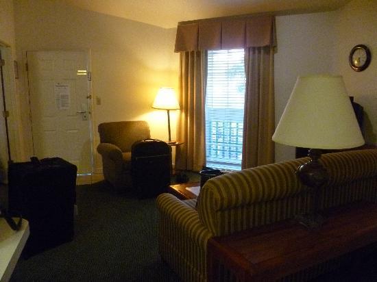 Sonesta ES Suites Somerset: Living Room Area