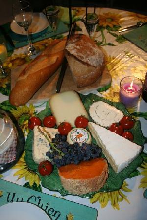 Le Castel Enchante : Take one of our delicious Cheeseboards