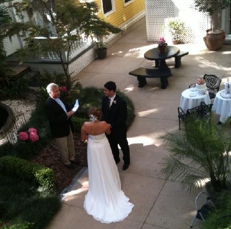 Forsyth Park Inn: Romantic Wedding