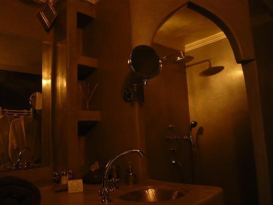 Riad Majala: El baño