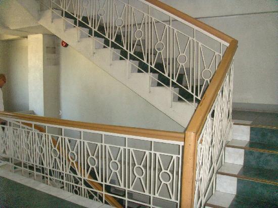 Roadway Inn : Staircase