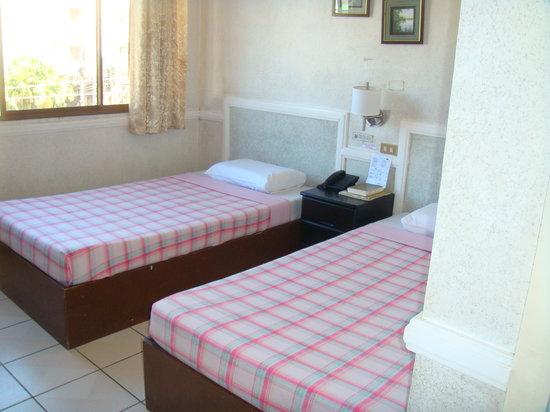 Roadway Inn : Twin Room