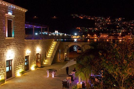 Hotel Kazbek Courtyard At Night Room View