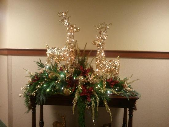 The Inn at Christmas Place: in breakfast area