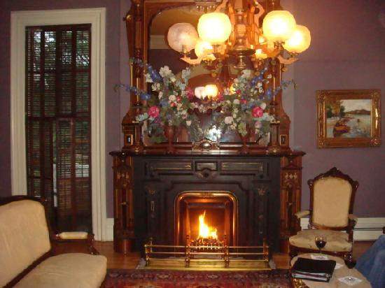 The Mansion of Saratoga: Parlor fireplace