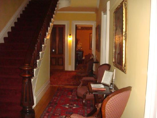 The Mansion of Saratoga: main stairway, hall