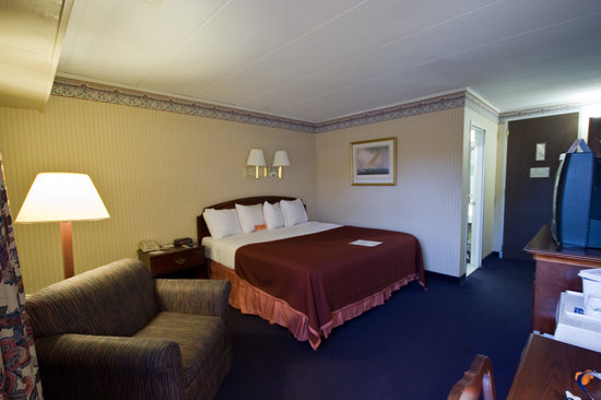 Howard Johnson Inn Mystic: king size bed