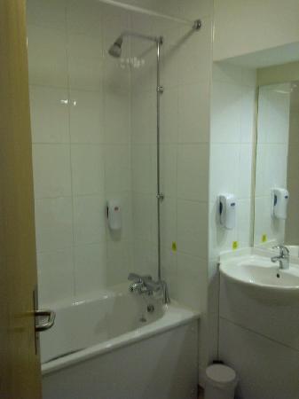 Premier Inn Reading Central Hotel: bathroom