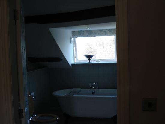 The Hare and Hounds Restaurant : bathroom