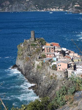 L'Eremo sul Mare: looking down at Vernazza from the trail to The Hermitage