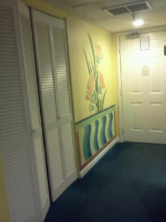 Beach Quarters Resort: Hall closet
