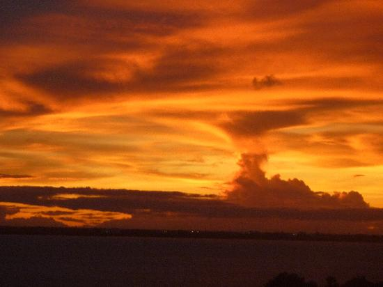 Golden Parnassus All Inclusive Resort & Spa Cancun : Sunset from lagoon view room