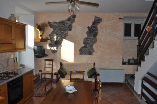 La Regina del Lago Casa Vacanze: Il soggiorno-cucina