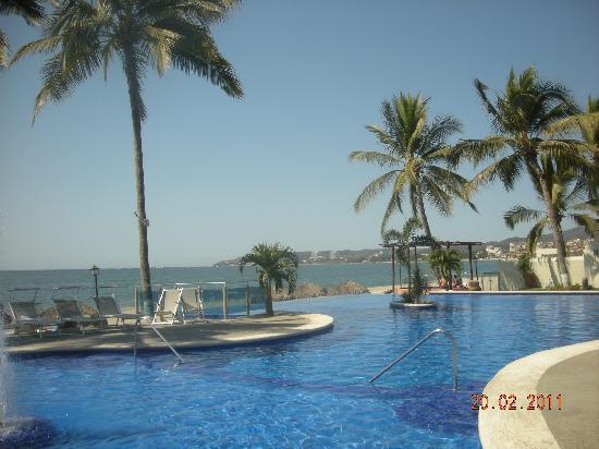 Los Picos Hotel & Suites: Beautiful swimming pool.