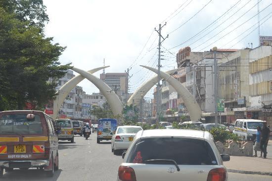 Its Safaris Day Trips: Mombasa Tusks