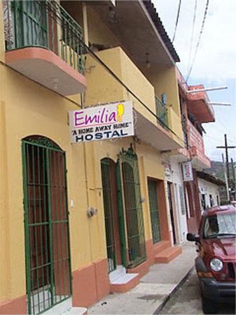 Hostel Emilia: De afuera