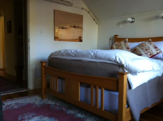 Clinton Street Guesthouse: wonderful bed