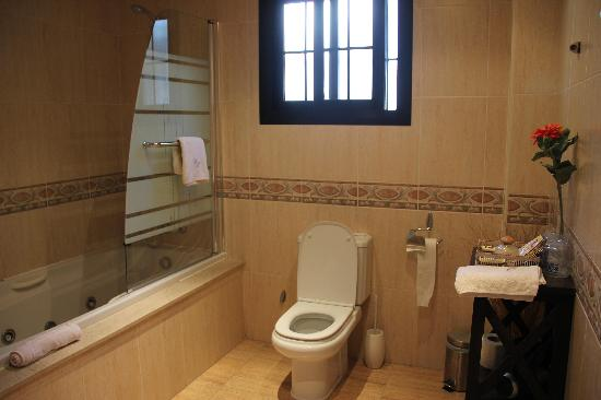 Hostal Casa Mercedes: Charming Bathroom