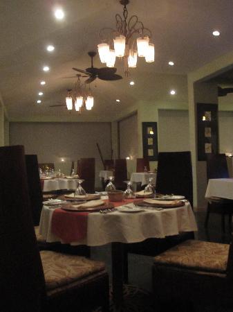 El Mirador Bar & Restaurant: Interior.