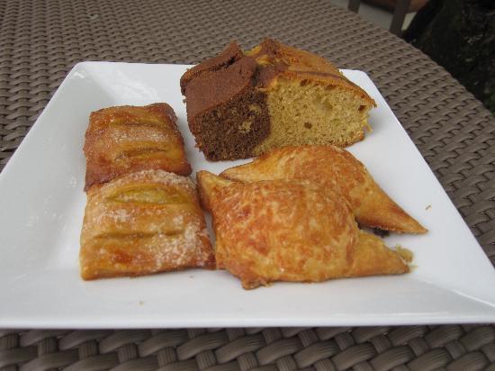El Mirador Bar & Restaurant: Assorted pastries in the morning for breakfast.