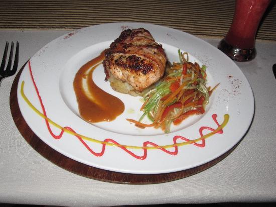 El Mirador Bar & Restaurant: Chicken medallion wrapped in bacon.