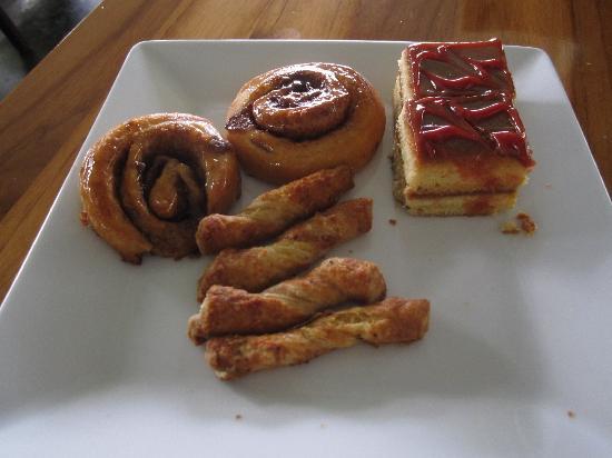 El Mirador Bar & Restaurant: More assorted pastries.