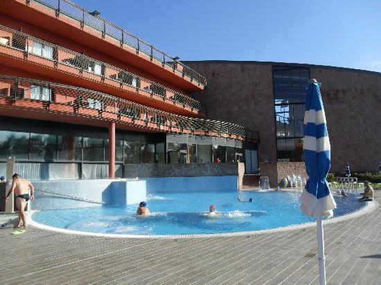 Fordongianus, Italia: piscina con acqua calda esterna