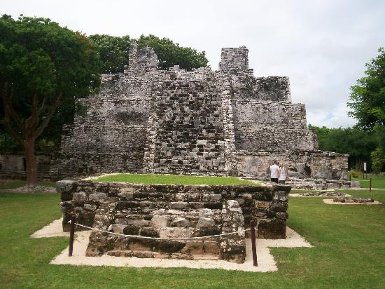 All Ritmo Cancun Resort & Waterpark: ruins in el maca just 10 min walk