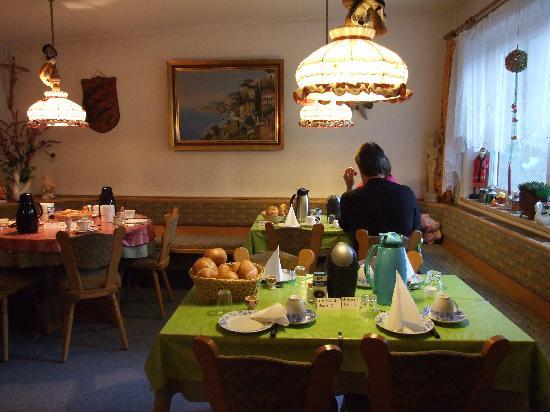 Pension Alpina: Breakfast room