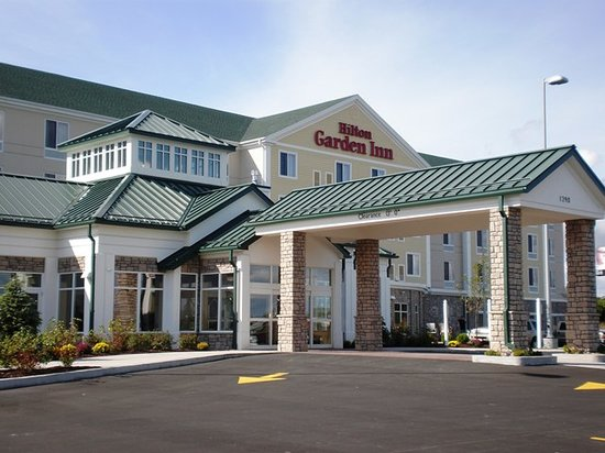 Holiday Inn Express Hotel & Suites Watertown-Thousand Islands: Hotel Exterior