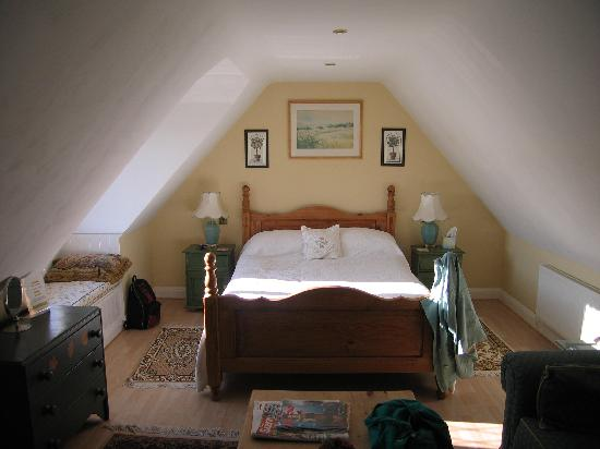 Meadow Rise Guest House: bed