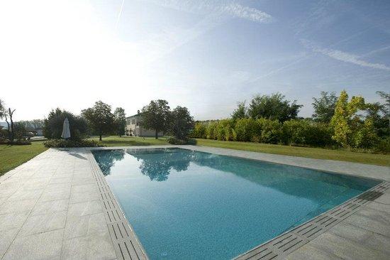 Castelnuovo Belbo, Italia: Relais 23 pool