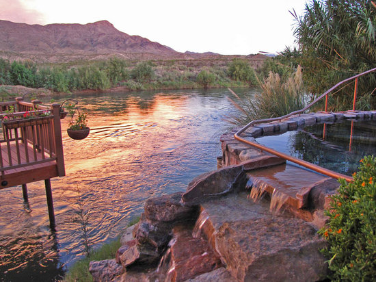 Riverbend Hot Springs: Riverside hot springs