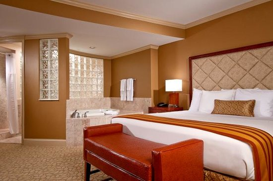 The Hotel at Turning Stone Resort: Hotel at Turning Stone - Jacuzzi Room