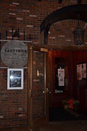 Tastings Wine Bar and Bistro: Front entrance