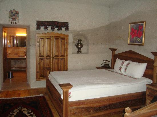 Spelunca Cave Suites: Our Room