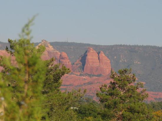 Alma de Sedona Inn Bed & Breakfast: Camera didn't do justice on any of these-sorry- from deck of room 11