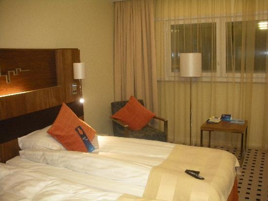 Radisson Blu SkyCity Hotel, Arlanda Airport: Our room, yet again.