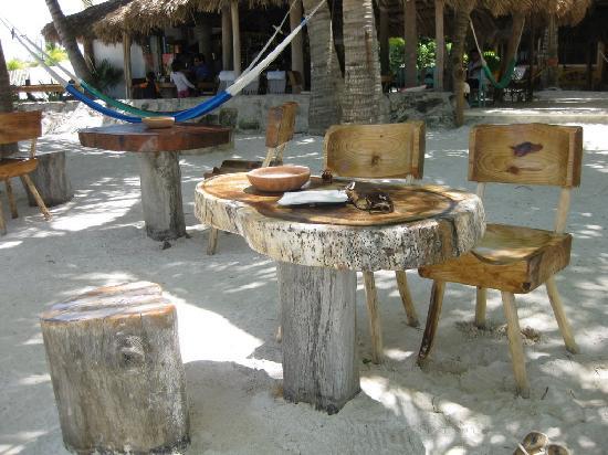 Holbox Hotel Mawimbi : Beachside tables